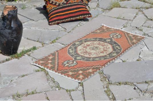 "Unique Turkish Vintage Small Area Rug Doormat For Home Decor 2'11,4"" X 1'5,7"""