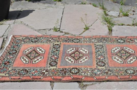 "Unique Turkish Vintage Small Area Rug Doormat For Home Decor 2'7,5"" X 1'8,9"""