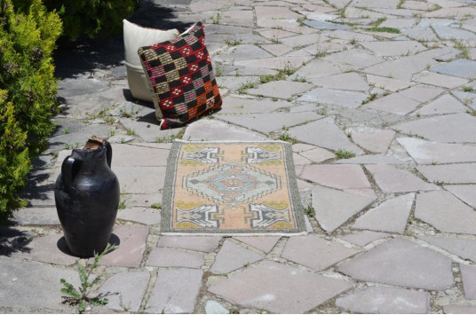 "Vintage Handmade Turkish Small Area Rug Doormat For Home Decor 3'1,4"" X 1'6,9"""