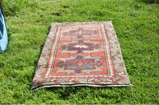 "Unique Turkish Vintage Small Area Rug Doormat For Home Decor 3'1,4"" X 1'4,9"""