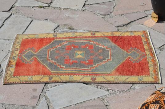 "Unique Turkish Vintage Small Area Rug Doormat For Home Decor 3'3,4"" X 1'11,6"""