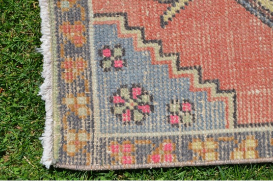 """Natural Turkish Vintage Small Area Rug Doormat For Home Decor 3'2,6"""" X 1'8,9"""""""