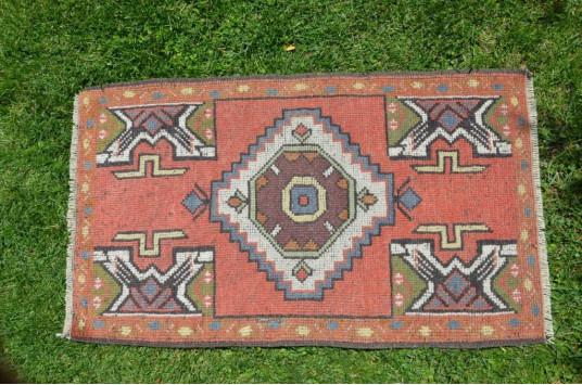 "Vintage Handmade Turkish Small Area Rug Doormat For Home Decor 3'1,8"" X 1'10"""