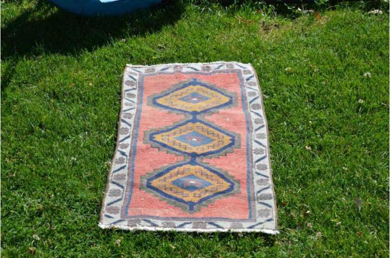 "Unique Turkish Vintage Small Area Rug Doormat For Home Decor 2'8,3"" X 1'5,3"""