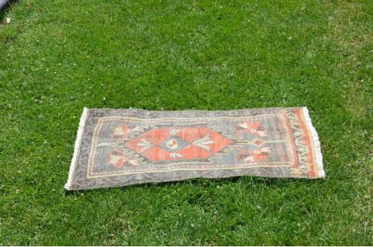 "Unique Turkish Vintage Small Area Rug Doormat For Home Decor 2'7,9"" X 1'6,1"""