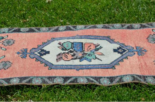 "Unique Turkish Vintage Small Area Rug Doormat For Home Decor 2'7,5"" X 1'5,3"""
