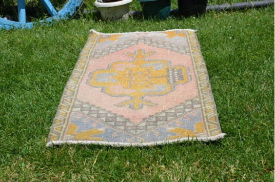"Unique Turkish Vintage Small Area Rug Doormat For Home Decor 3'4,2"" X 1'8,1"""