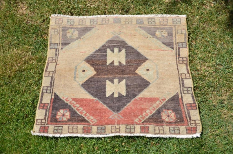 "Unique Turkish Vintage Small Area Rug Doormat For Home Decor 1'10,4"" X 1'10,4"""
