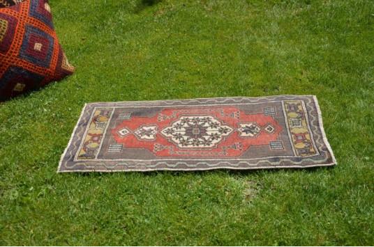 "Unique Turkish Vintage Small Area Rug Doormat For Home Decor 3'1"" X 1'5,7"""
