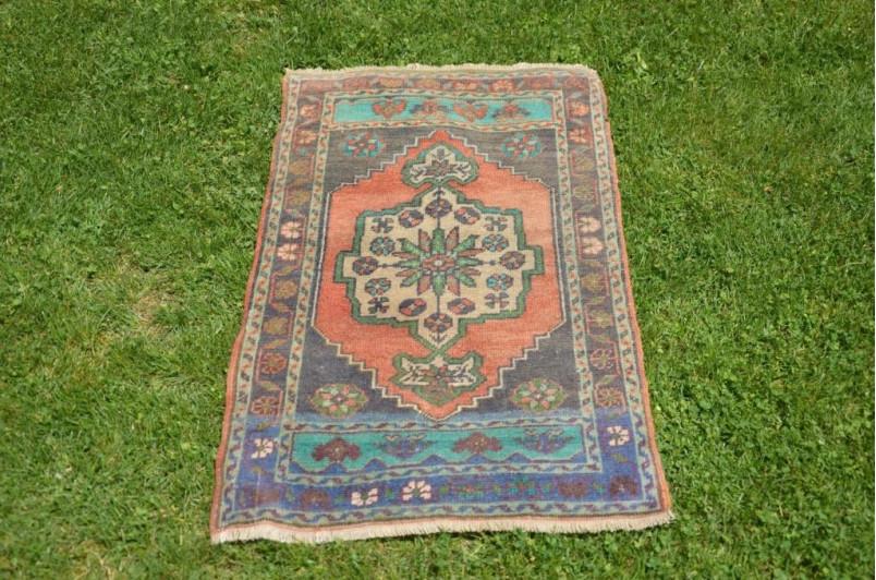 "Unique Turkish Vintage Small Area Rug Doormat For Home Decor 3'3"" X 1'9,3"""