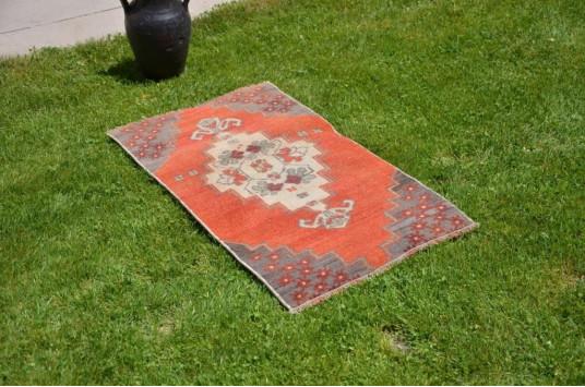 "Unique Turkish Vintage Small Area Rug Doormat For Home Decor 3'2,2"" X 1'8,9"""
