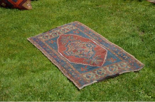 "Unique Turkish Vintage Small Area Rug Doormat For Home Decor 3'1"" X 1'10,4"""