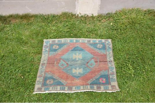 "Unique Turkish Vintage Small Area Rug Doormat For Home Decor 2'6,3"" X 1'1,4"""