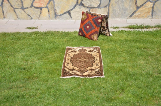 """Natural Turkish Vintage Small Area Rug Doormat For Home Decor 3'0,6"""" X 1'6,1"""""""