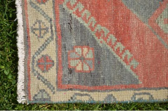 "Unique Turkish Vintage Small Area Rug Doormat For Home Decor 1'10,4"" X 1'8,5"""
