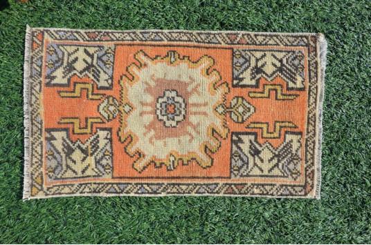 "Unique Turkish Vintage Small Area Rug Doormat For Home Decor 2'8,3"" X 1'6,9"""
