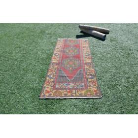 """Turkish Handmade Vintage Small Area Rug For Home Decor 6'4"""" X 2'10,3"""""""